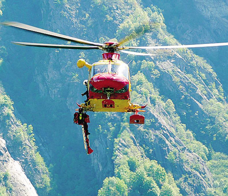 Elicottero Lecco : Colico l ex elilario cresce acquistato un elicottero
