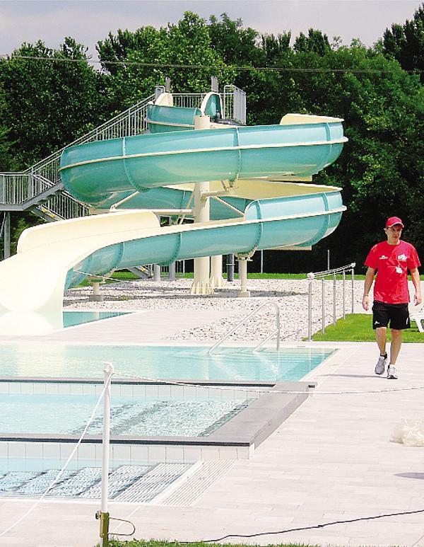 Erba primo tuffo nell estate apre la piscina esterna - Bosisio parini piscina ...