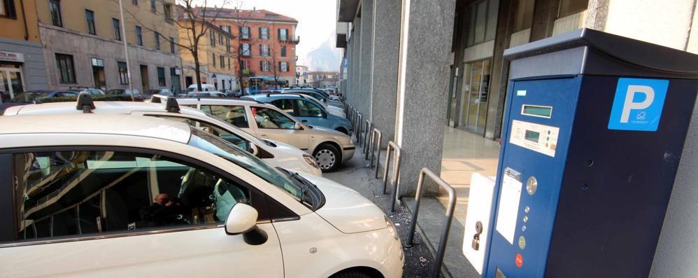 Gara parcheggi,   i 5 Stelle accusano  «Colpo da regime»