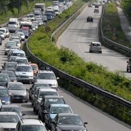 Nibionno, scontro tra auto Traffico paralizzato