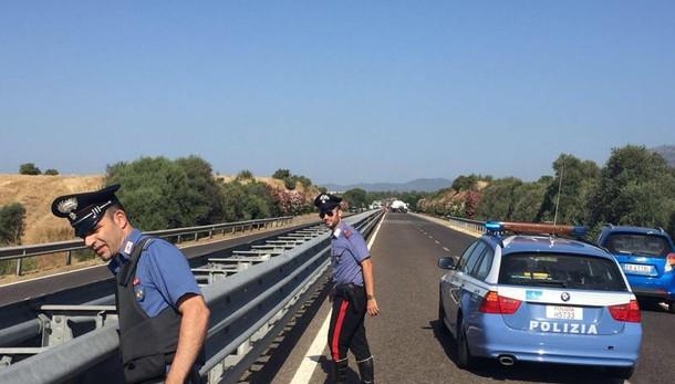 Mitra e chiodi sulla A27, assalto a portavalori: rapina fallita