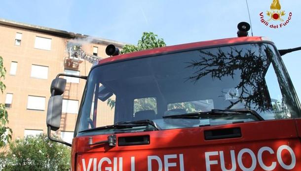Rimini, incendio in via Cagnacci 7 albanesi si lanciano dal secondo piano