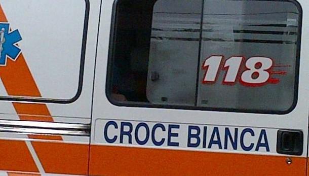 Tragedia a Cagliari, bimba di 2 anni muore travolta da uno scaffale