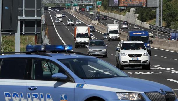A14, colpivano tir in sosta nell'area di servizio Sillaro arrestati romeni