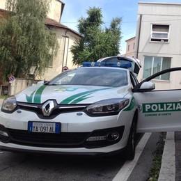 Pazza fuga dalla polizia locale  Arrestato un giovane di Molteno