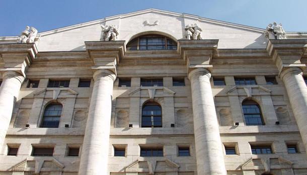 Borsa: Milano in positivo, svetta Mps