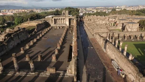 Renzi: Pompei prima faceva notizia per crolli, oggi 3 milioni di visitatori