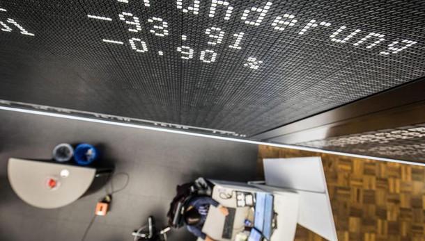 Borsa: Milano resta negativa (-1,2%)