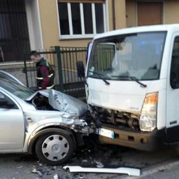 Scontro fra auto e camion  Tre ragazzi in ospedale