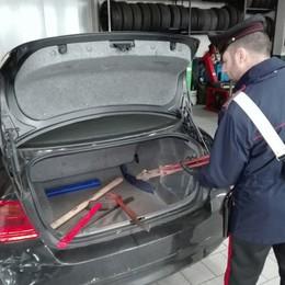 Inseguimento tra Oggiono e Barzago  Ladri abbandonano auto e bottino