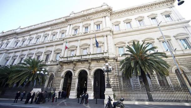 Debito pubblico italiano, nuovo record a 2230 miliardi