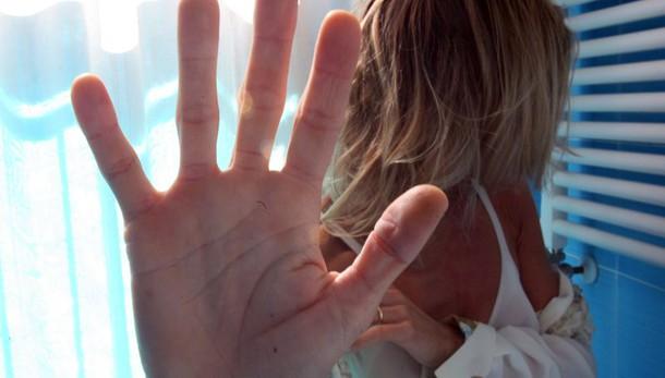 Arezzo, 30enne rapita e violentata da 3 stranieri