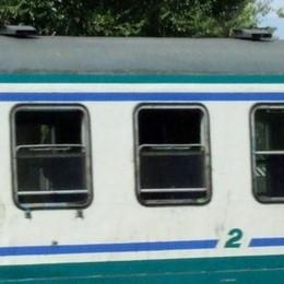 Sul treno Milano-Lecco urla e panico  Immigrato irrompe nella cabina di guida
