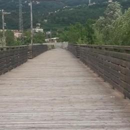 Tra Calolziocorte e Olginate  Ponte di legno al buio, lampade rubate