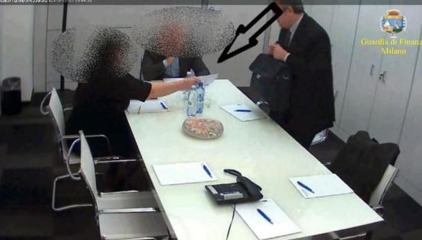 Mazzette in cambio di sentenze aggiustate, condanna e confisca Vassallo