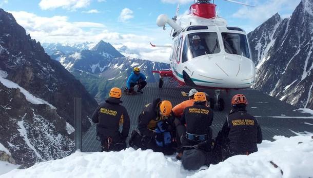 Muore sul Monte Bianco guida alpina sfuggita a due valanghe