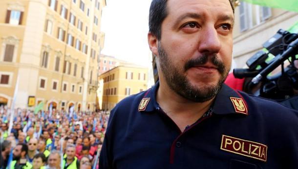 Sindacati di polizia attaccano Salvini: