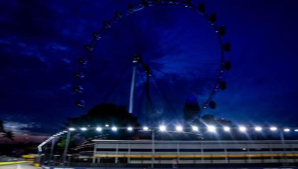 F1, Gp di Singapore: Rosberg conquista la pole davanti a Ricciardo