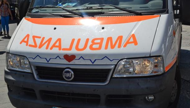 Schianto con tre morti a Cagliari, ancora in coma la 15enne