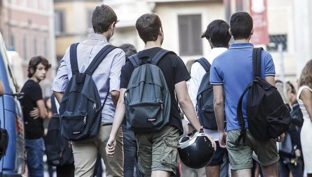Lunigiana, troppi in classe: bimbo rifiutato, a scuola con l'avvocato