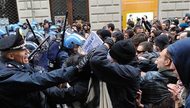 Terrorismo, operazione contro Fai: 7 anarchici in manette