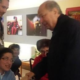 """Monsignor Cantoni in visita al Vicariato  A """"La Nostra Famiglia"""" porta un sorriso"""