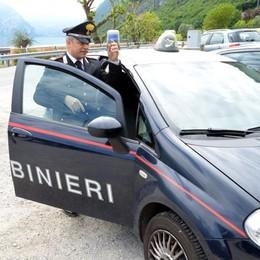 Ruba un'auto e si dà alla fuga Sperona il meccanico, arrestato