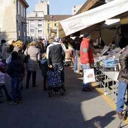Blitz al mercato di Lecco  in sei restano fuori