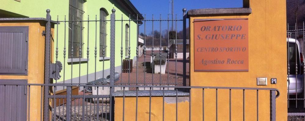 Blitz dei ladri nello spogliatoio di calcio  Rubati soldi, cellulari e due automobili