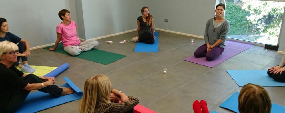 Lo Yoga In Ufficio Fa Lavorare Meglio Cronaca Lecco