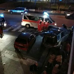 Suv impazzito abbatte un palo  Tre feriti a Calolziocorte