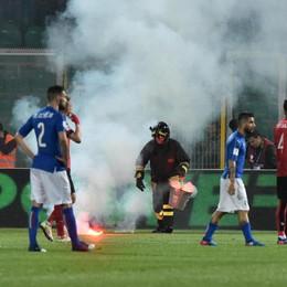 Italia-Albania: stop di 8' per fumogeni