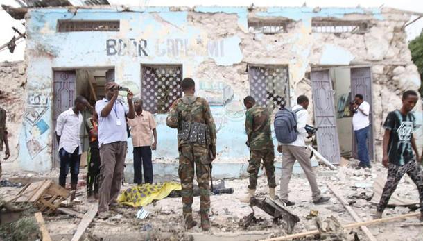 Somalia: attentato a Mogadiscio rivendicato da Shabaab, 15 morti