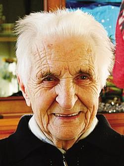 1La mamma, Claudia Bonfanti, con in braccio il piccolo Michele, 101 anni in meno della bisnonna2 L'ultracentenaria Antonietta Besana