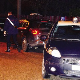 Ladri in fuga e inseguimento da film  Incidente finale, uno viene preso