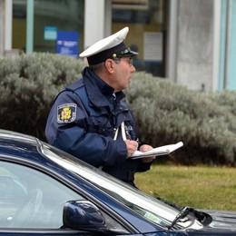 I cittadini stanno con il comandante  «Vigili urbani, andate a piedi»