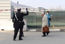 LECCO - L'arrivo sul posto del medico legale, dottor Paolo Tricomi