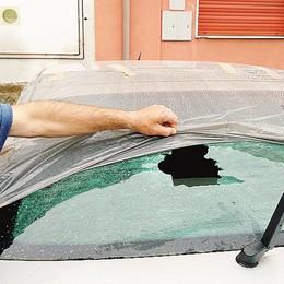 Due notti di spari, colpita un'auto  Turate ridotta come il Far West