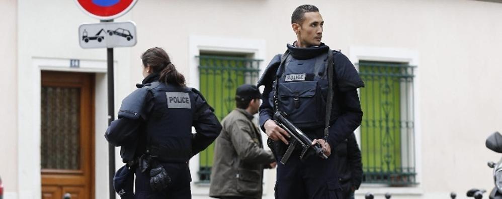 Parigi, la tensione resta alta Falsi allarmi e caccia alla terrorista