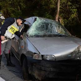Auto fuori strada a Cortenova  Morta una donna di Taceno