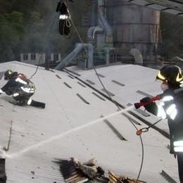 Cortenova, rogo in falegnameria. Le fiamme devastano il tetto e i macchinari