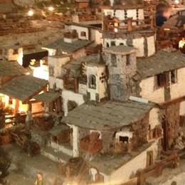 Madonna di Tirano, il maxi presepe del finanziere in pensione
