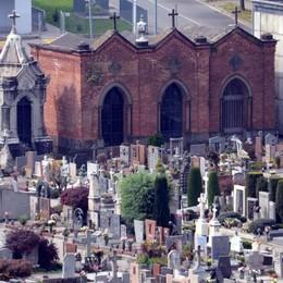 Ladri di fiori al cimitero di Oggiono  Si scatena l'indignazione dei parenti
