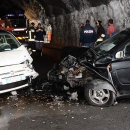 Scontro in galleria a Perledo, tre feriti