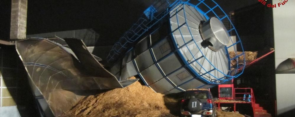 Crolla il silo a Osnago,   allarme per il gran boato
