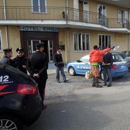 L'Hotel Erba torna all'asta  Trasloco forzato per i 50 profughi