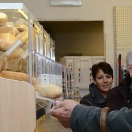 Il negozio compie mille giorni  «A Perledo pane sempre fresco»