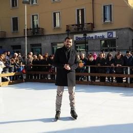 A Mandello si respira già il Natale  Pista del ghiaccio e sfilata in Guzzi