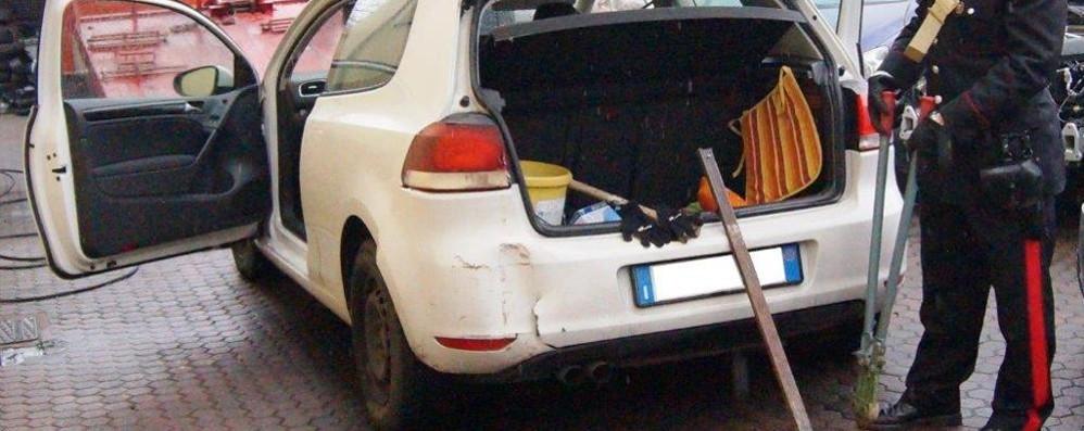 Attrezzi da scasso sull'auto rubata  Denunciato giovane albanese