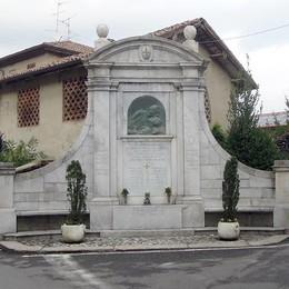 """Monumento come nuovo   A Orsenigo sparito il """"cappello"""""""